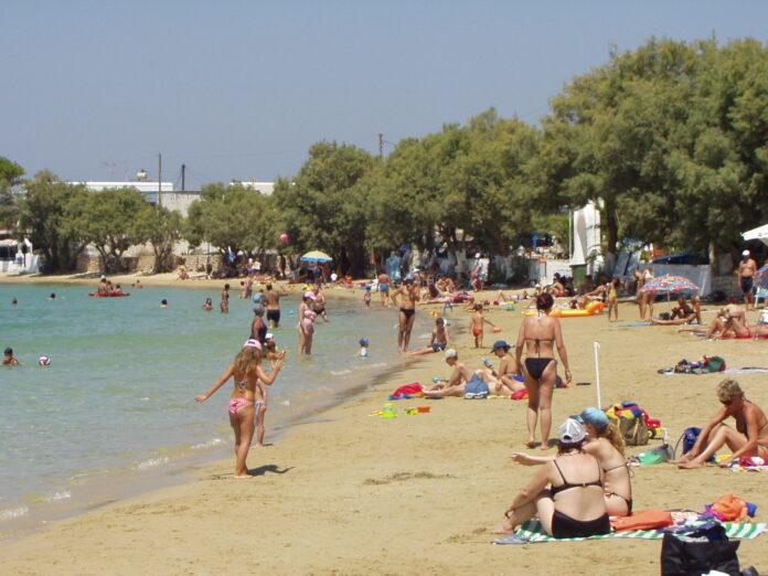 Aliki beach in high season